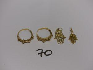 2 bagues en or rehaussées de petites boules (Td56) et 2 pendentifs main en or (H2/2,5cm). PB 6,8g