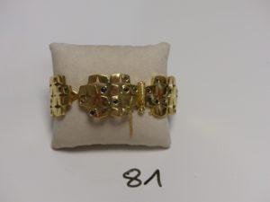 1 bracelet maille articulée en or à décor floral orné de petites pierres bleues (L19cm, sécurité cassée). PB 57,8g