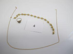 1 Bracelet en or maille boules(L20cm), 1 bague en or gris motif floral rehausséde pierres blanches(TD47), 1 chaine en or fermoir cassé.PB 12 g.