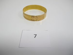 1 Bracelet en or rigide ouvragé(D6,6cm).PB 26,5g.