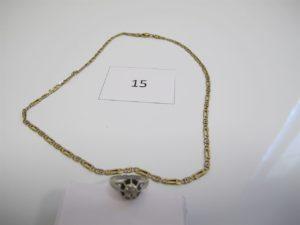 1 Collier 2 ors maille alternée(L44cm),1bague en or gris ornée de trois petits diamants(TD55).PB 17,5g.