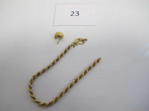 1 Lot de bijoux en or cassé composé d'un bracelet maille corde 2 ors brisé 1 boucle sans accroche.PB 6 g.