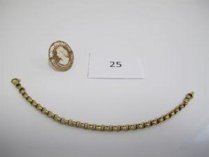 1 Bracelet en or maille jazeron(L19cm),1bague en or rehaussée d'un camée entourage filigrané(TD61).PB 13,50g.