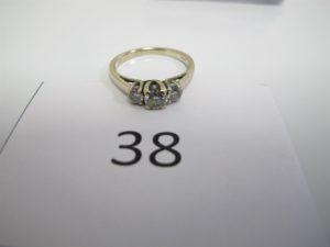 1 Bague en or gris rehaussée de trois petits diamants(TD54).PB 3,3 g.