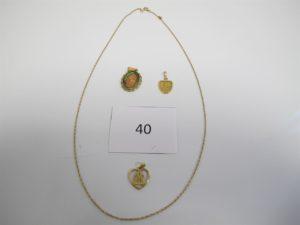 """1 Chaine en or (L52cm),1 pendentif en orsigne astrologique du bélier en émail,1 médaille en or à décor de vierge,1 pendentif en or """"OM"""".PB 9,9g."""