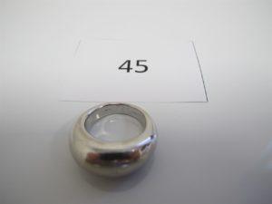 1 Bague jonc bombée en or gris(TD53). PB 13,2g.