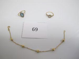 1 Bague en or rehaussée d'une pierre bleue et entourée de petites pierres blanches(TD58),1 bague en or rehaussée de pierres blanches dont 1 manquante (TD55),1 bracelet en or maille boules usagé(L18cm).PB 6,7g.