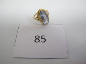 1 Bague en or rehaussée d'une pierre bleue claire(TD57). PB 4,2g.