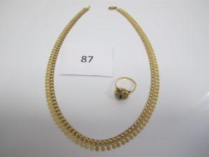 1 Collier en or draperie(L40cm),1 bague en or rehaussée d'une pierre bleue entourée de pierres blanches(TD54). PB 18,1g.