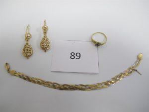 2 Pendants en or ornés de pierres blanches ouvragées,1 bague en or ornée de pierres(TD55),1 bracelet 3 ors cassé.PB 10,9g.