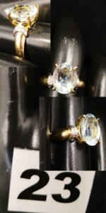1 Bague en or réhaussée d'une pierre ovale bleue pâle (TD 52). PB 3,3g