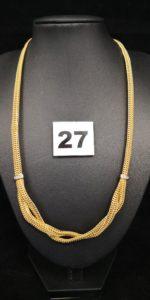 1 Collier en or, en maille fait de chainettes assemblées orné de petites pierres (L 44cm). PB 12,9g