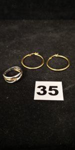 2 Créoles ( Diam 2,5cm) et 1 bague bicolore (TD 55). Le tout en or. PB 4,6g