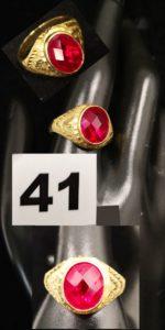1 Chevalière type universitaire en or ciselé, ornée d'une pierre rouge facetée (TD 63). PB 6,9g