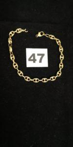 1 Bracelet en or maille grain de café alternée (anneau de bout cassé, L 21cm) . PB 8,6g