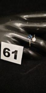 1 Bague en or gris toi & moi, ornée d' une pierre blanche et une bleue (TD 50). PB 1,9g