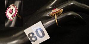 1 Bague en or réhaussée de pierres rouges et de très petits diamants (TD 48).PB 3,3g