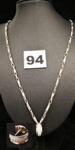 1 Petite créole réhaussée de petits diamants et 1 chaine maille alternée (L 52cm). Le tout en or. PB 11,4g