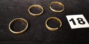 Lot casse: 4 Alliances dont 1 coupée en or. PB 11g