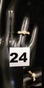1 Bague en or à motifs en étoile ornée de tout petits diamants (TD 53). PB 3,3g