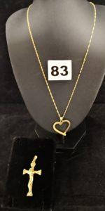 1 Chaine maille fine torsadée (L 44cm), 1 pendentif motif coeur semi granité et 1 Christ sur croix stylisé. Le tout en or. PB 7,7g