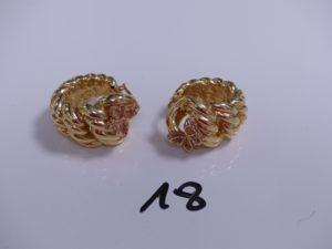 1 paire de créoles maille américaine en or à décor d'un papillon (creuses). PB 10,1g