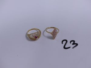 2 bagues en or (1 ornée d'une petite pierre rouge et deux petites pierres blanches Td53)(1 marquise ornée de petites pierres Td56). PB 4,9g
