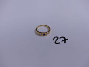 1 bague en or ornée d'une pierre bleue épaulée de 6 petits diamants (Td58). PB 3,5g