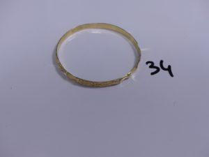 1 bracelet rigide et ouvragé en or (Diamètre 6,5cm). PB 15,8g