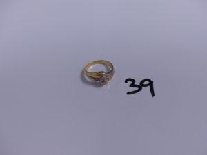 1 bague en or bicolore motif central orné de petits diamants (Td52). PB 4,3g
