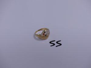 1 bague en or à décor d'une tête de serpent ornée de pierre (Td57). PB 4,7g
