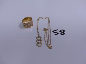 1 collier maille cheval en or motif central orné de trois petits coeurs (L44cm) et 1 bague bicolore en or poli et granité (Td59). PB 5,1g