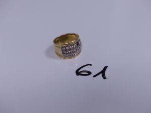 1 bague bicolore en or ornée d'un pavage de petits diamants (1 chaton vide, Td 55). PB 12g
