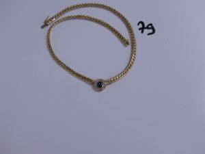 1 collier maille anglaise en or motif central orné d'une pierre bleue entourée de petits diamants (L38,5cm). PB 20,2g