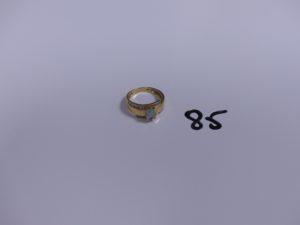 1 bague en or ornée d'une pierre bleue ciel (td54). PB 3,9g