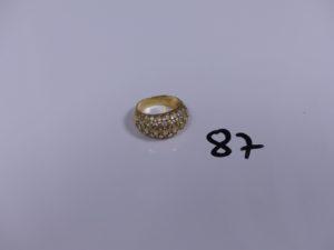 1 bague en or ornée de petites pierres (Td52). PB 8,2g