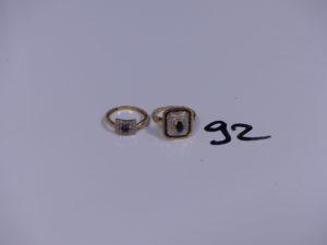 2 bagues en or bicolore (1 ornée d'une pierre bleue et de 2 petits diamants (Td51)(1 ornées de petites pierres bleues et de petits diamants Td53). PB 6,8g
