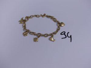 1 bracelet en or maille tressée orné de 6 breloques (L18cm). PB 14,8g