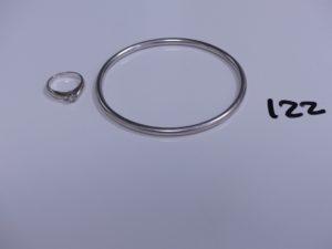 1 bracelet jonc en or (Diamètre 6cm) et 1 bague en or réhaussée d'un petit diamant (Td45). PB 26,1g