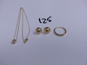 1 chaine maille gourmette en or motif central coulissant orné d'une pierre (L38cm), 1 bague en or ornée de petits diamants (Td53) et 1 paire de boucles en or. PB 6g