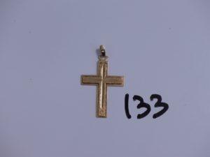 1 croix en or. PB 3g