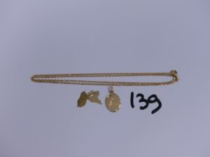 2 pendentifs en or (1 ouvragé)(1 de la Guadeloupe) et 1 chaine maille forçat en or (L44cm). PB 4,4g