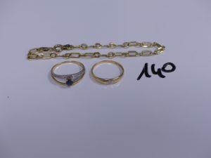 2 bagues en or (1 bicolore ornée d'un diamant, Td57)(1 bicolore réhaussée d'une pierre bleue, Td57) et 1 bracelet maille alternée en or (L18,5cm). PB 6g