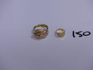 2 bagues en or (une 3 ors cabossée, Td58)(1 chevalière pour enfant, Td48). PB 3,1g