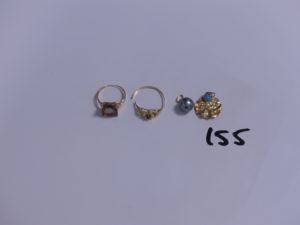 2 bagues en or (1 ornée d'une pierre, monture cassée)(1 ornée d'une grosse pierre, Td53) et 2 pendentifs (1 orné d'une perle). PB 4,8g + 1 pendentif en alliage 14K orné d'une pierre (trés abimé) PB 0,8g