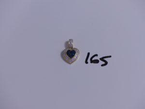 1 pendentif coeur en or orné de petites pierres bleues entourage petits diamants. PB 7,7g