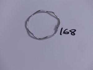 1 bracelet rigide et ouvrant en or (fermoir abîmé, diamètre 6cm). PB 4,4g