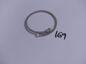 1 bracelet souple et articulé en or à décor d'une perle (diamètre 6/6,5cm). PB 11,7g