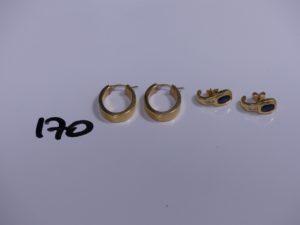 2 créoles en or ornées et 2 boucles ornées d'une petite pierre bleues et petits diamants. PB 6,7g