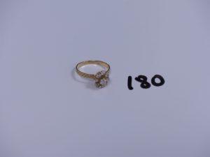 1 bague en or ornée de pierres (Td54). PB 2,7g